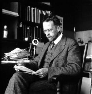 Thomas Hunt Morgan sitting reading papers at Columbia